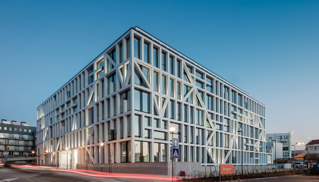 CW 50 Curtain Walls - Business center Urbo Business Center located in Porto, Portugal